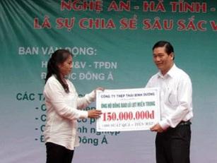 CT thép Thái Bình Dương trao số tiền cứu trợ cho Ban cứu trợ
